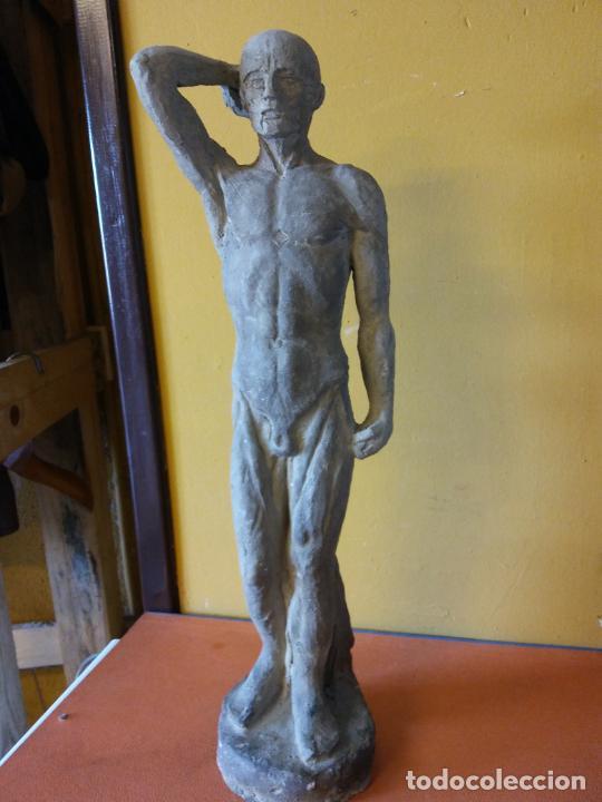ORIGINAL. OBRA DE FRANCESC GASSÓ. HOMBRE PENSANTE. EN CERÁMICA. MEDIDAS 42*10*10 CM (Arte - Escultura - Otros Materiales)