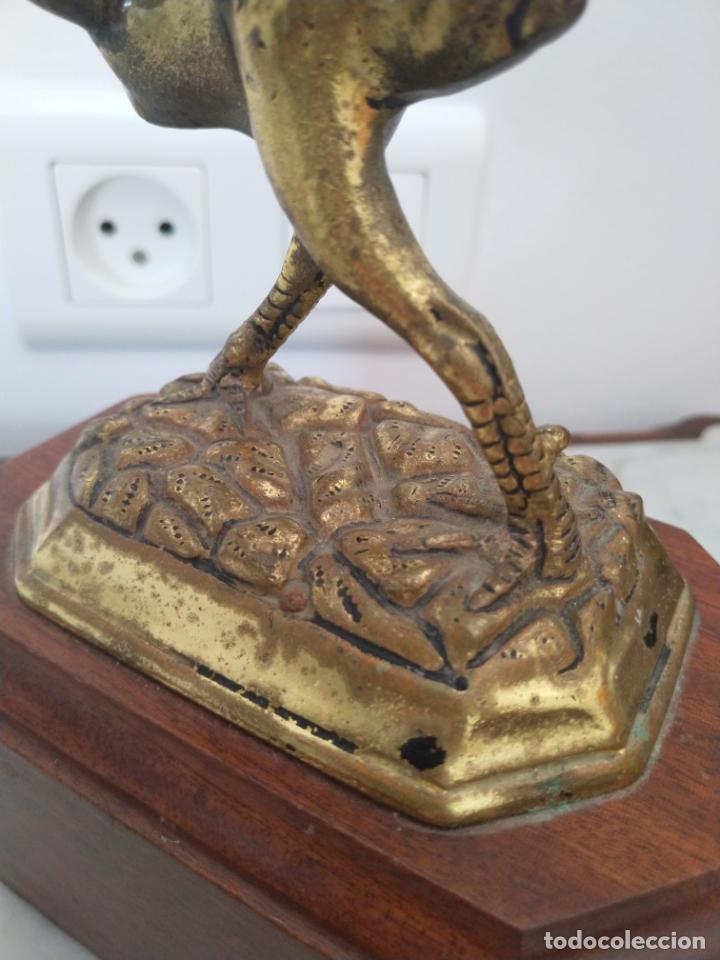 Arte: Curiosa escultura de metal del Gallo Morón con peana de madera - Foto 8 - 215807765