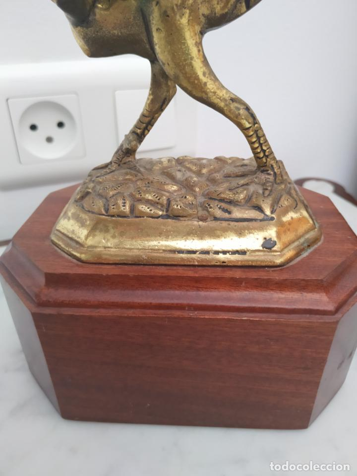 Arte: Curiosa escultura de metal del Gallo Morón con peana de madera - Foto 9 - 215807765