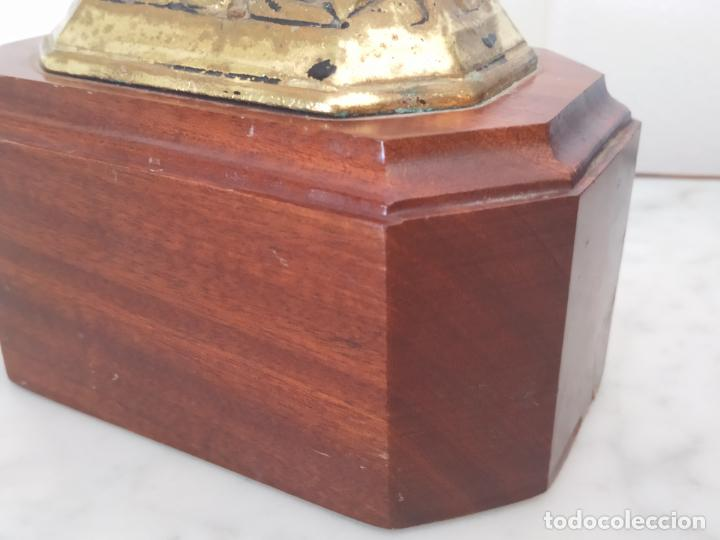 Arte: Curiosa escultura de metal del Gallo Morón con peana de madera - Foto 20 - 215807765