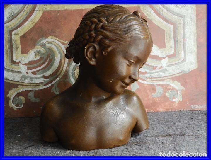BONITO BUSTO ANTIGUO DE UNA NIÑA EN ESTUCO COLOREADO (Arte - Escultura - Otros Materiales)