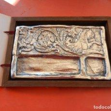 Arte: ESCRIBANÍA LABRADA - ALEACIÓN METAL PLATEADO - TALLER DE ARTE Y DISEÑO - SEVILLA - CON ESTUCHE.. Lote 219211392