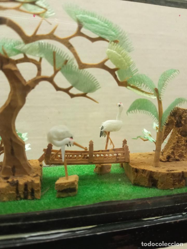 Arte: 17.5 cm - Bello diorama chino talla miniatura en corcho con urna - paisaje templo jardines y aves - Foto 3 - 236249780