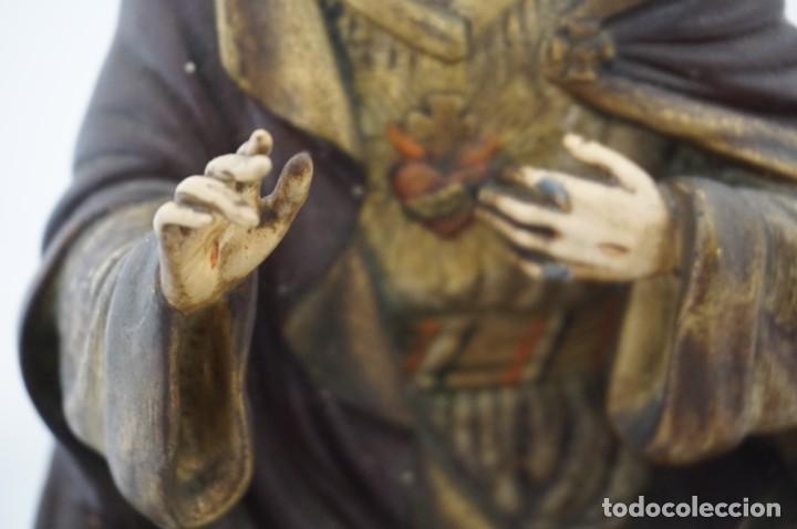 Arte: IMPRESIONANTE Y RARO SAGRADO CORAZON DE JESUS - PASTA DE MADERA - SENTADO EN SILLA - 40CM APROX - Foto 12 - 241190650