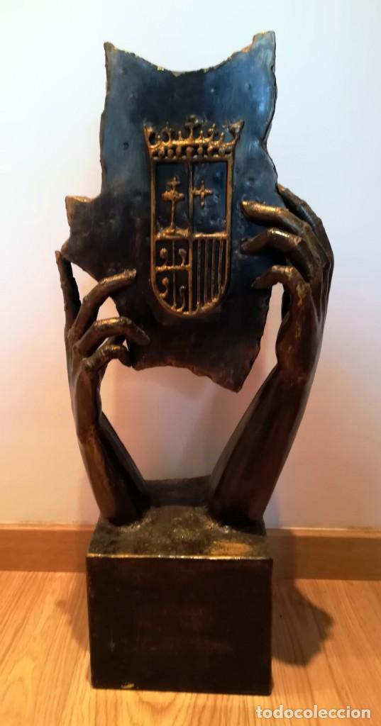 ESCULTURA MANUEL M. LOPEZ ESCUDO ARAGON METAL 8,4 KG 67 CM (Arte - Escultura - Otros Materiales)