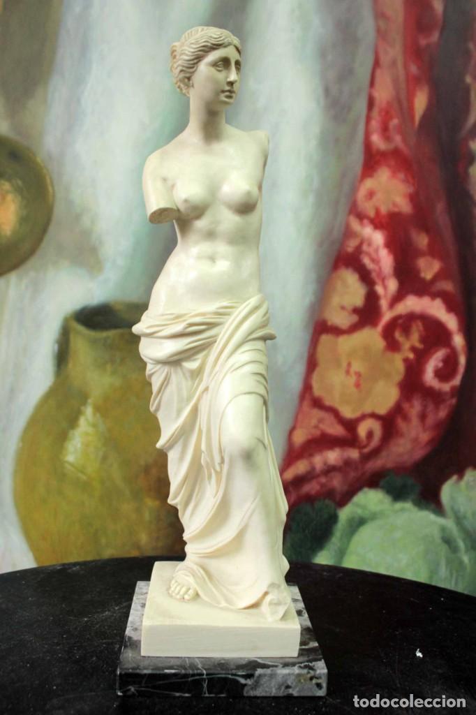 ESCULTURA VENUS DE MILO POR A. SANTINI. 40CM (Arte - Escultura - Otros Materiales)