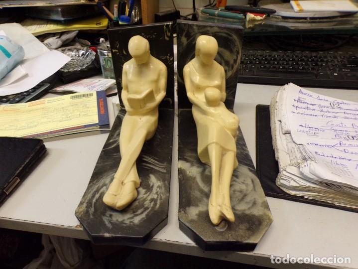 PRECIOSA PAREJA SUJETA LIBROS ART DECO, COLOR MARFIL (Arte - Escultura - Otros Materiales)