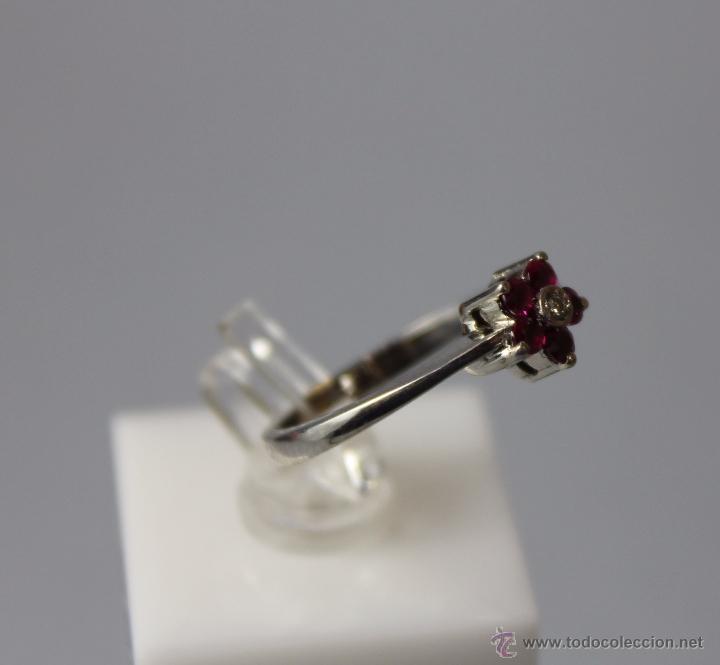 Artesanía: Precioso Anillo sortija de oro blanco 18 kt con cinco rubí finos y diamante de 0,001 mm - Foto 2 - 51501449
