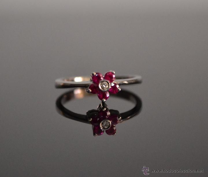 Artesanía: Precioso Anillo sortija de oro blanco 18 kt con cinco rubí finos y diamante de 0,001 mm - Foto 3 - 51501449