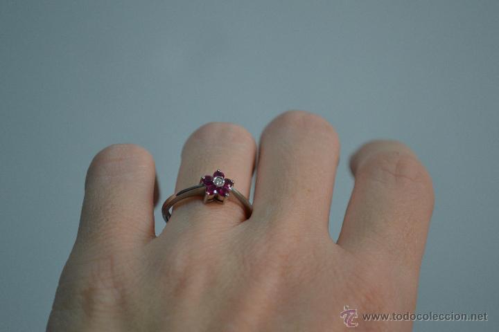 Artesanía: Precioso Anillo sortija de oro blanco 18 kt con cinco rubí finos y diamante de 0,001 mm - Foto 4 - 51501449