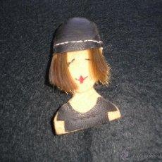 Artesanía: BROCHE DE FIELTRO CON FIGURA FEMENINA. Lote 52724177