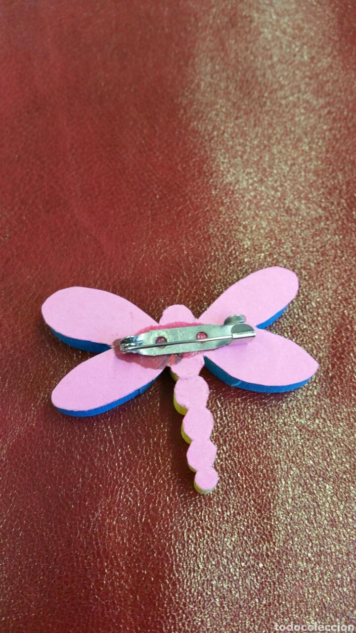 Artesanía: Broche libélula hecha a mano con trozos de papel enrollado - Foto 3 - 73755159