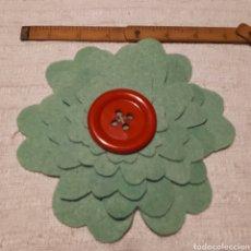 Artesanía: BROCHE GRANDE FIELTRO ARTESANAL. Lote 130634131