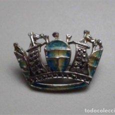 Artesanía: ORIGINAL BROCHE EN FORMA DE CORONA. Lote 183707950