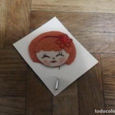 Artesanía: PIN BROCHE DE FIELTRO FORMA CARA FEMENINA. Lote 196049996