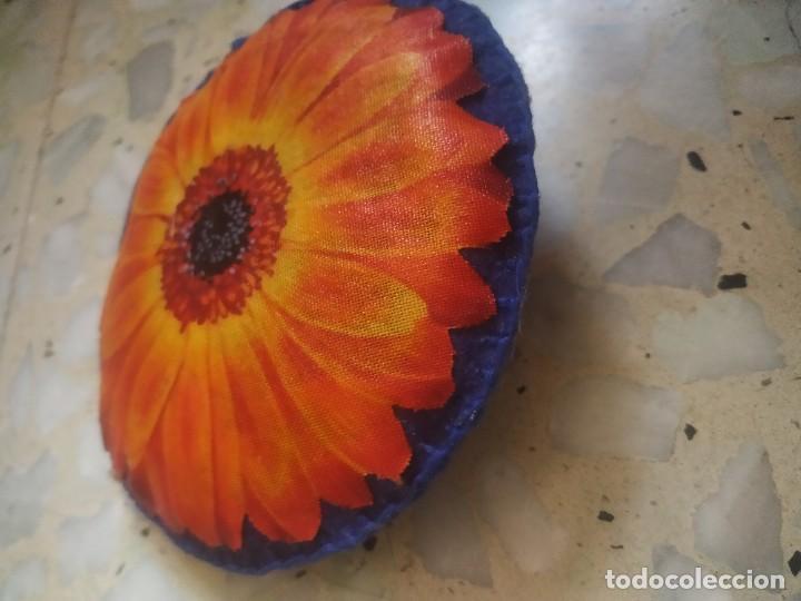 Artesanía: Broche de fieltro con flor. 9 cm de diámetro. Artesanía - Foto 3 - 266413103