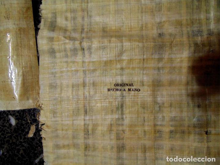 Artesanía: DOS PAPIROS EGIPCIOS , ALFABETO EGIPCIO PINTADO A MANO.ORIGINALES. 45X35 Y 30 X 21 CMS - Foto 3 - 74204847