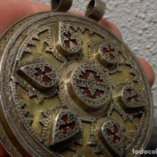 Artesanía: ESPECTACULAR COLGANTE MEDALLON AFGANO, PLATA Y CORNALINA, 8,5 CM, PESA 117 GR EN TOTAL. Lote 98660943