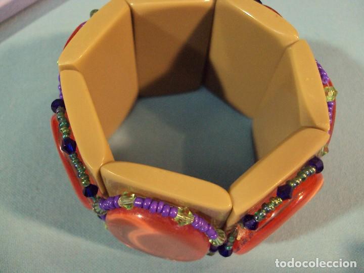 Artesanía: ARTESANIA. Pulsera elástica de material sintético, embellecida con cristalitos de colores. - Foto 3 - 101474579