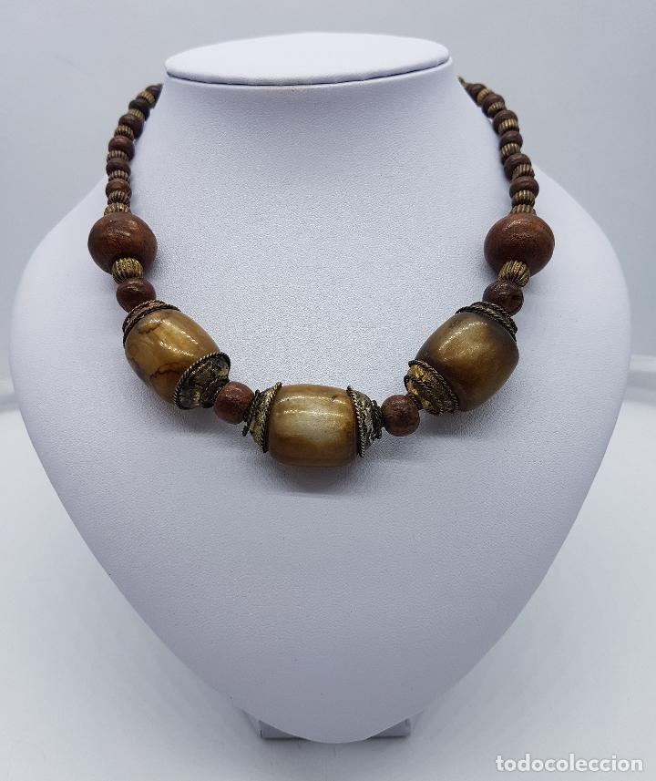 Artesanía: Original collar nepalí hecho artesanalmente con bolitas de madera y dijes de metal. - Foto 3 - 102498103