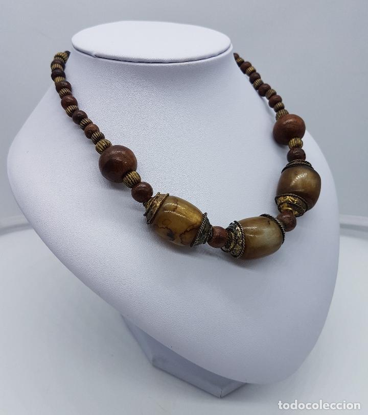 Artesanía: Original collar nepalí hecho artesanalmente con bolitas de madera y dijes de metal. - Foto 4 - 102498103
