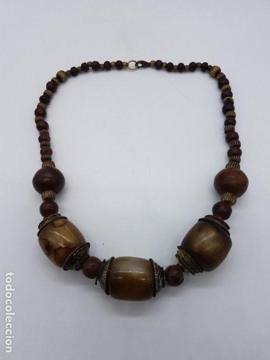 Artesanía: Original collar nepalí hecho artesanalmente con bolitas de madera y dijes de metal. - Foto 5 - 102498103