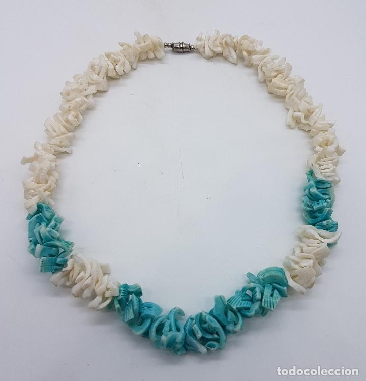 Artesanía: Precioso collar antiguo hecho de trozos de conchas marinas tintadas en tono turquesa. - Foto 4 - 102532615