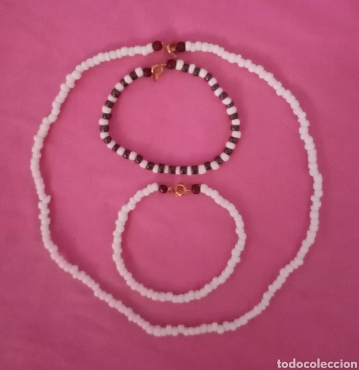 Artesanía: Conjunto de 3 piezas. 1 Preciosa gargantilla, collar y 2 pulseras con cuentas desiguales blancas - Foto 2 - 214488498