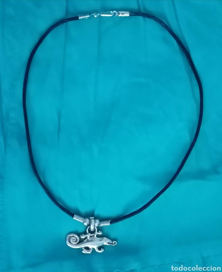 Artesanía: Curioso Camaleón plateado colgante, gargantilla, collar con cordón de cuero negro - Foto 3 - 214952690