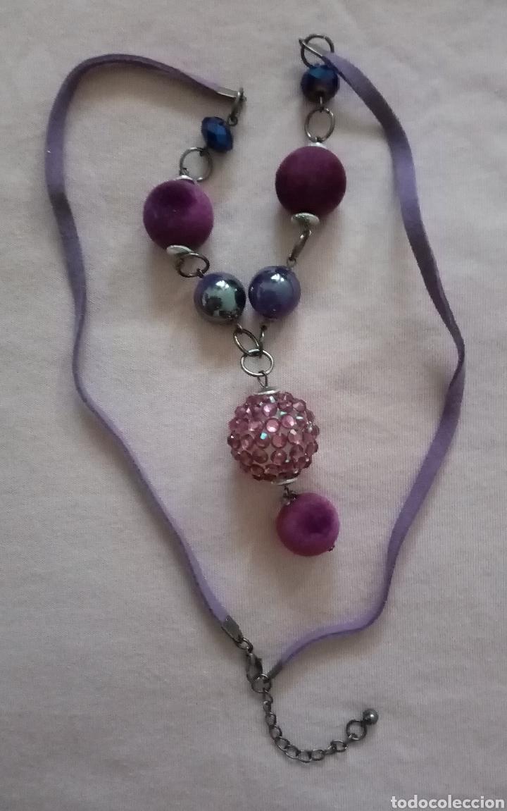 Artesanía: Lindo collar morado con cuentas en diferentes tonalidades, tamaños y formas combinado con caucho. - Foto 4 - 215356113