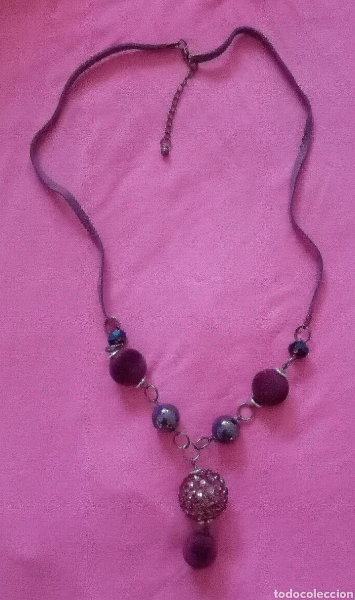 Artesanía: Lindo collar morado con cuentas en diferentes tonalidades, tamaños y formas combinado con caucho. - Foto 6 - 215356113