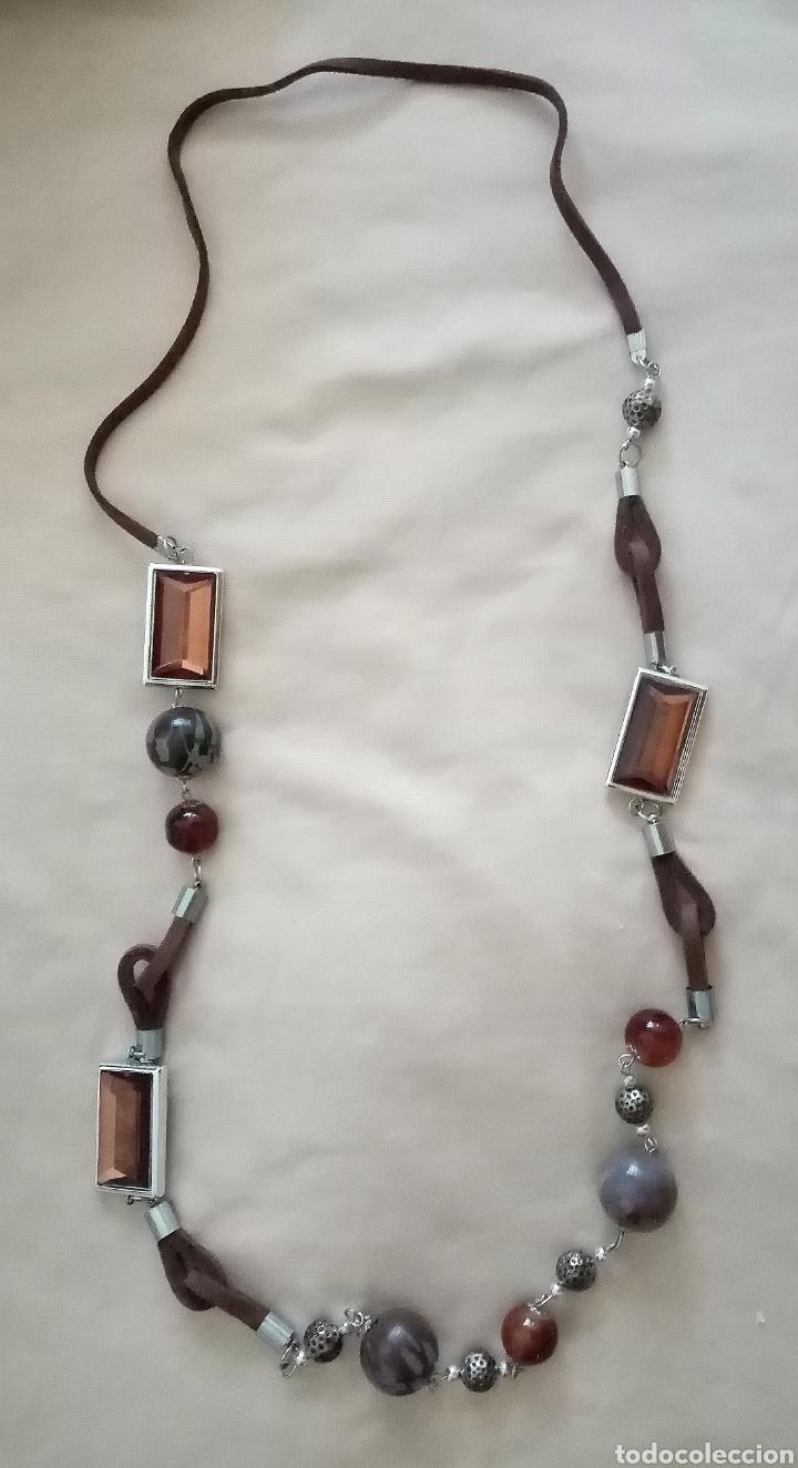 Artesanía: Bonito collar con cuentas de color marrón y gris de diferentes tamaños y formas combinado con caucho - Foto 2 - 215370126