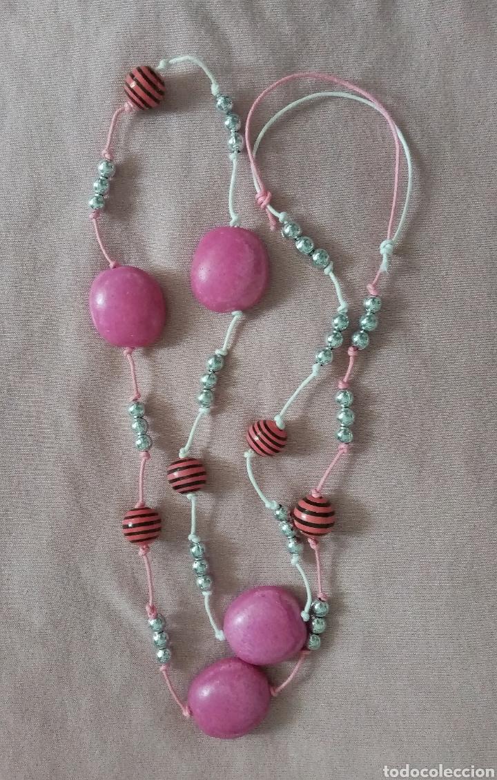 Artesanía: Lindo collar con diferentes cuentas color rosa y plateado. Combinado con cordón rosa y blanco - Foto 4 - 215886102