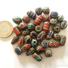 Artesanía: LOTE 35 CUENTAS ABALORIOS GRANOS EN METAL Y PIEDRAS HECHAS A MANO EN NEPAL - HAND MADE BEADS. Lote 218577993