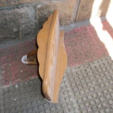 Artesanía: REPISA DE MADERA ANTIGUA HECHA A MANO. Lote 43357882