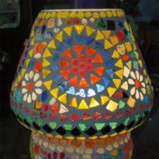 Artesanía: LAMPARA DE MESITA, DE VIDRIO, TIPO MOSAICO. MEDIDA 23 CM ALTO X 19 CM DE DIAMETRO. Lote 44604105