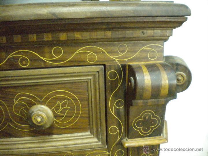 Artesanía: Comoda de sacristia, Replica.Chapada en nogal y taraceada en boj. Medida 64x170 cm, altura 114 - Foto 2 - 46694507