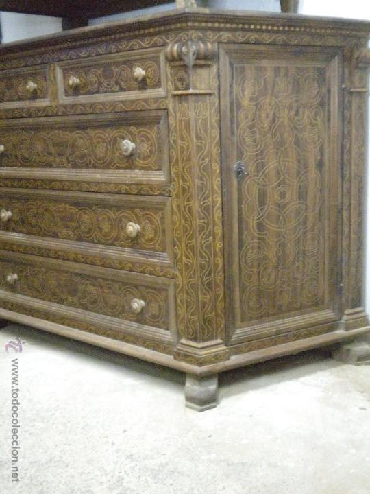 Artesanía: Comoda de sacristia, Replica.Chapada en nogal y taraceada en boj. Medida 64x170 cm, altura 114 - Foto 3 - 46694507
