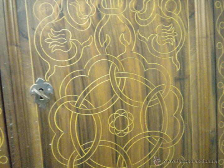Artesanía: Comoda de sacristia, Replica.Chapada en nogal y taraceada en boj. Medida 64x170 cm, altura 114 - Foto 4 - 46694507