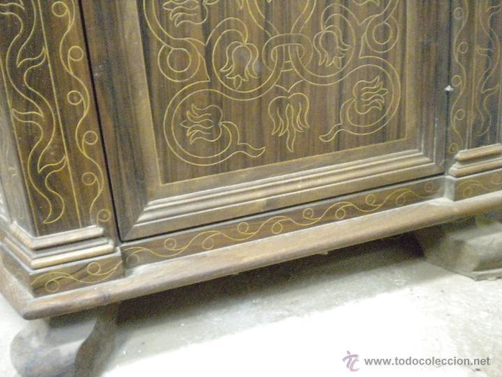 Artesanía: Comoda de sacristia, Replica.Chapada en nogal y taraceada en boj. Medida 64x170 cm, altura 114 - Foto 6 - 46694507