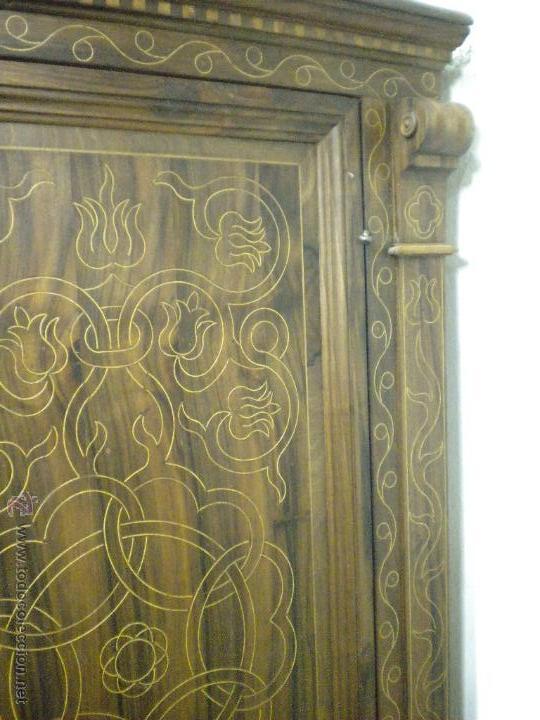 Artesanía: Comoda de sacristia, Replica.Chapada en nogal y taraceada en boj. Medida 64x170 cm, altura 114 - Foto 7 - 46694507