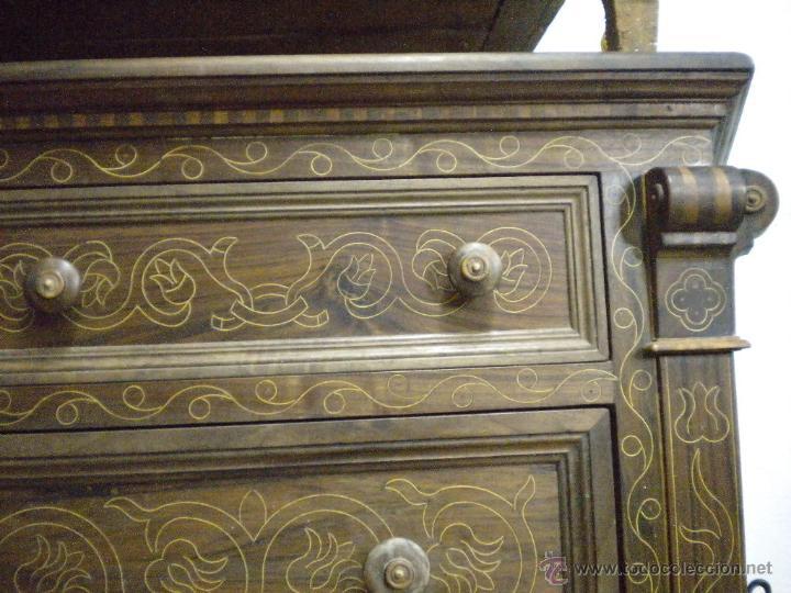 Artesanía: Comoda de sacristia, Replica.Chapada en nogal y taraceada en boj. Medida 64x170 cm, altura 114 - Foto 11 - 46694507