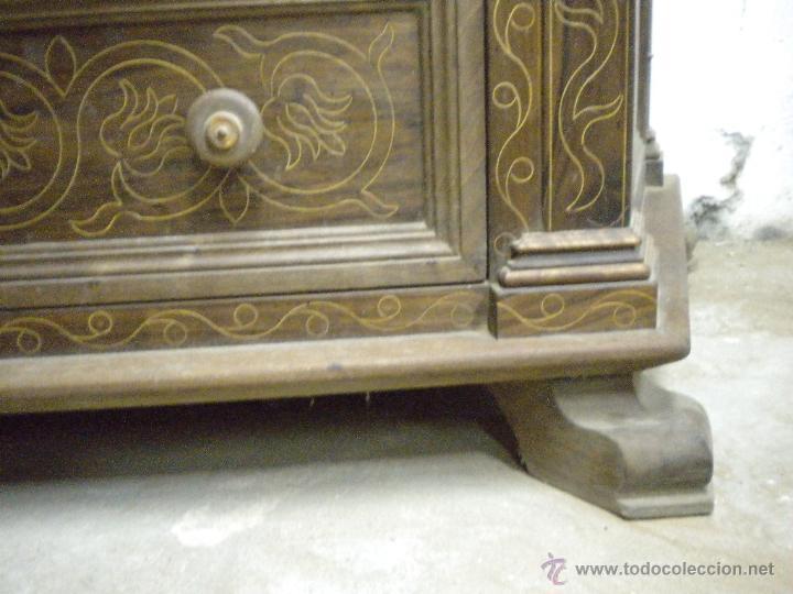 Artesanía: Comoda de sacristia, Replica.Chapada en nogal y taraceada en boj. Medida 64x170 cm, altura 114 - Foto 12 - 46694507