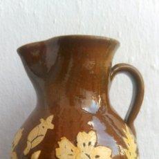Artesanía: CERÁMICA DE CUERVA, TOLEDO. JARRA VIDRIADA CON ADORNO FLORAL. Lote 51022376