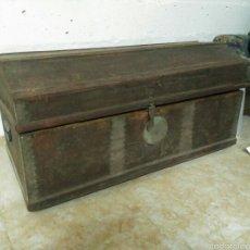Kunsthandwerk - Baul de madera antiguo. 1.10 x 50 x 50. - 54276608