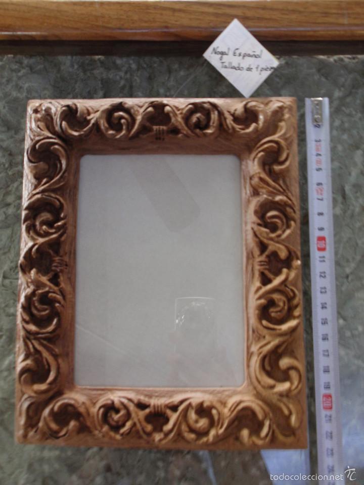 Marco de madera de nogal espa ol tallado en un vendido for Marcos para espejos artesanales