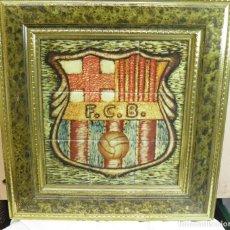 Artesanía: CUADRO ESCUDO FUTBOL CLUB BARCELONA,IMITACION AZULEJO,AÑOS 80. Lote 61894352