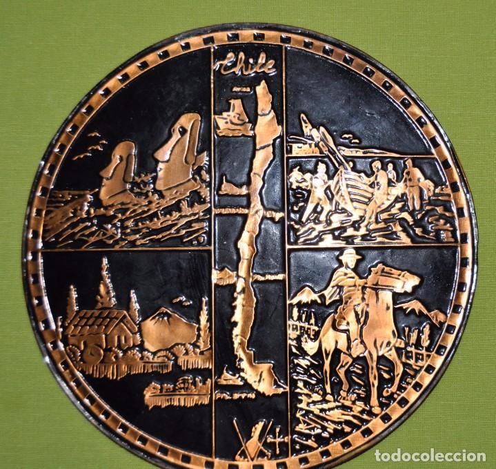 ADORNO DE CHILE, TIPO PLATO PARA COLGAR EN PARED. (Artesanía - Hogar y Decoración)
