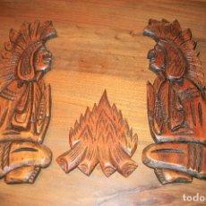 Artesanía: TALLAS DE MADERA DE 2 INDIOS FRENTE A LA HOGUERA . FIGURAS DE 41CMS. DE ALTO. Lote 80873003