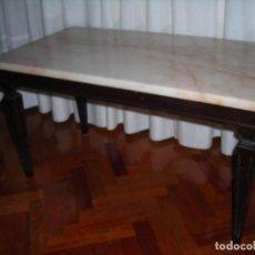 Artesanía: MESITA CON ENCIMERA DE MARMOL ROSA Y MADERA DE CASTAÑO. (VINTAGE). SOLO SE ENTREGARA EN MANO.. Lote 88966888